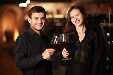 Paar Gläser des Weinkellers Standard-Bild