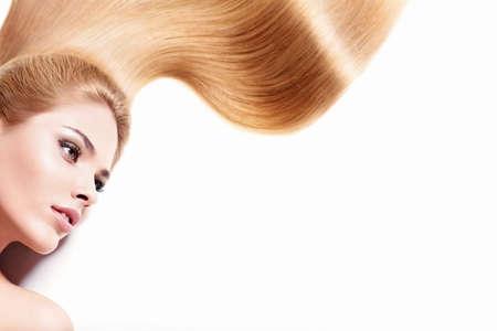 mooie vrouwen: Jong meisje met lang haar geïsoleerd Stockfoto