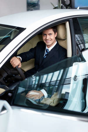 selling service smile: Businessman in the car the salon