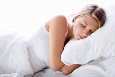durmiendo: Dormir chica joven en la cama