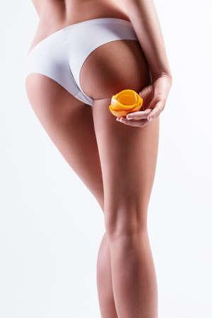 cuerpo femenino: Culo atlético hermoso aislado