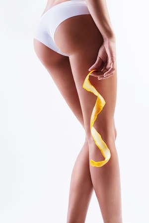 hintern: Booty in Sporthose mit Orangenschale
