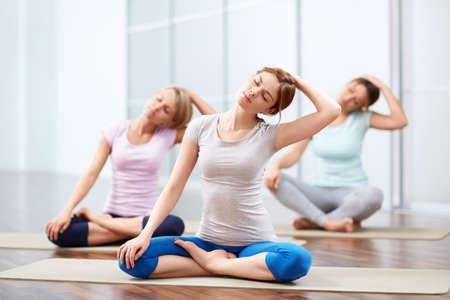 Young girls do yoga indoors 版權商用圖片