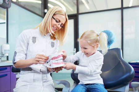 Malý pacient u zubaře Reklamní fotografie