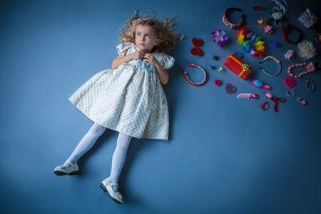 barrettes: Bambina con mollette Archivio Fotografico