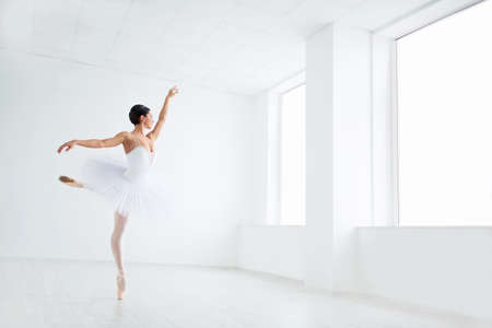 pointe: Beautiful young ballerina in pointe