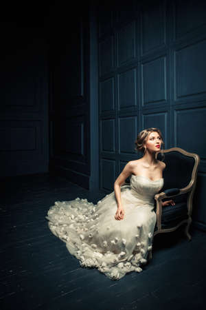 bride dress: Beautiful young woman in studio