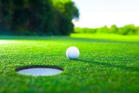 Golf piłkę na trawniku