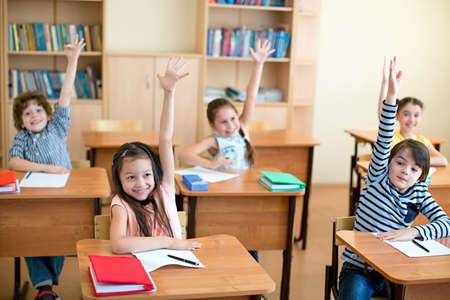 niños en edad escolar en un aula