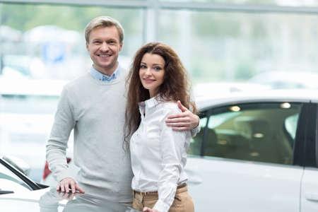 Pares que compran un coche en Autocenter