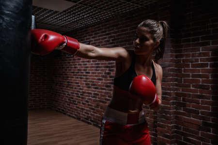 Giovane donna nel ring