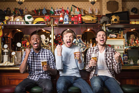 football party: Expression fans with beer in pub