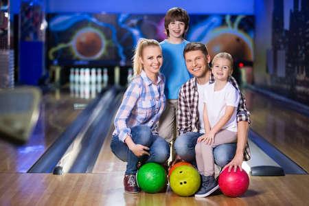 Happy family at bowling Foto de archivo