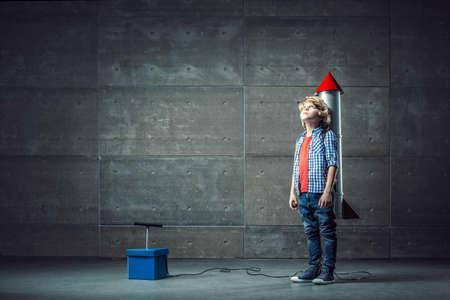 Little boy with rocket in studio Imagens