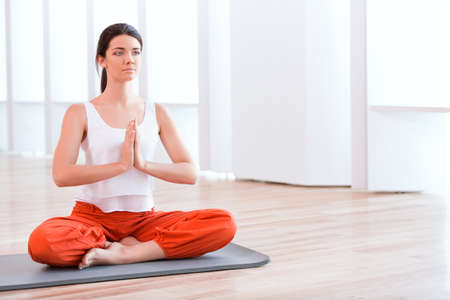 sport woman: Beautiful woman practicing yoga
