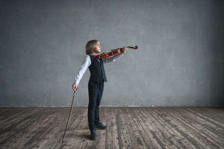Little boy paying violin
