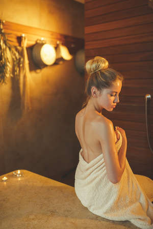Young girl in spa salon 免版税图像