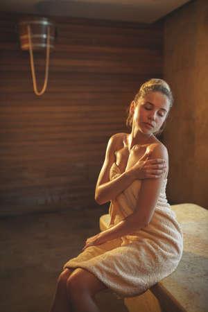 Young woman in spa salon 免版税图像 - 91002855