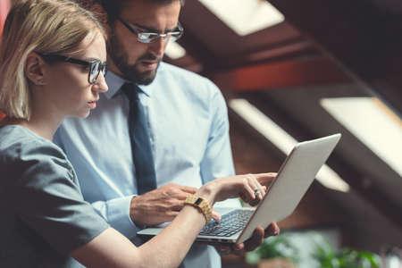 Business people with laptop indoors Reklamní fotografie