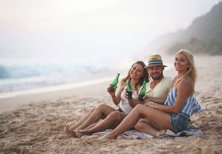 Young smiling friends outdoors Reklamní fotografie