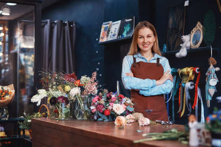 Smiling florist with flowers at the counter Stok Fotoğraf - 100519289