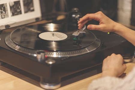 Female hands with a gramophone Stockfoto