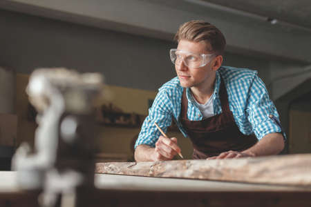 Young carpenter in the workshop Banco de Imagens