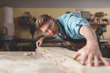 Professional in the workshop Reklamní fotografie