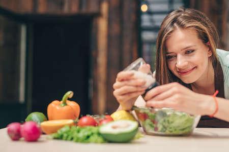 Smiling girl cooking in a cafe Reklamní fotografie