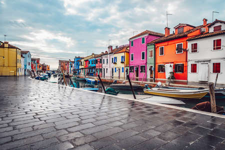 Colorful houses on the street in Burano, Italy Stockfoto