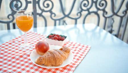 Breakfast on a French balcony in Paris Фото со стока - 152487519