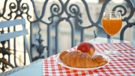 Breakfast on a French balcony in Paris Фото со стока - 152487705