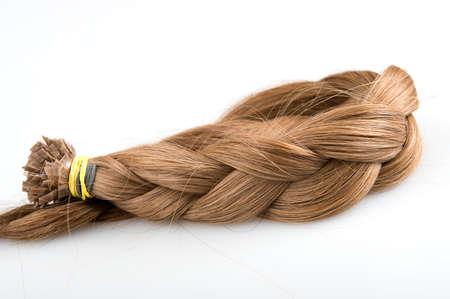 faux: Treccia fatta di capelli finto per la bellezza salolon colore biondo su sfondo grigio