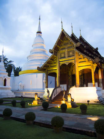 vihar: Wat Phra Singh Woramahaviharn Stock Photo
