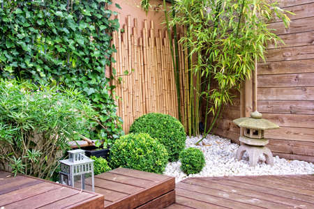 Modern terras en tuin Stockfoto - 31159029