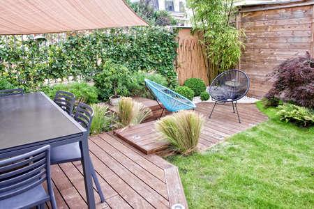 Modern terras en tuin