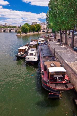 ile de la cite: Barges on the river Seine, ile de la Cite , Paris, France