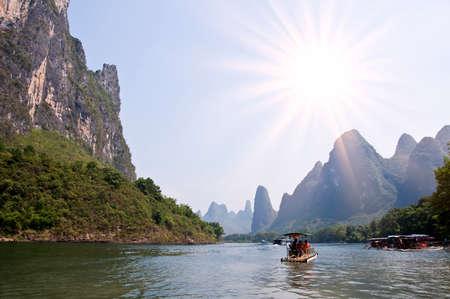 guilin: Bamboo rafts on the river Li (lijang) between Guilin and Yangshuo, Guangxi, China Stock Photo
