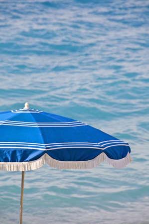 ombrellone spiaggia: Ombrellone, sfondo di mare