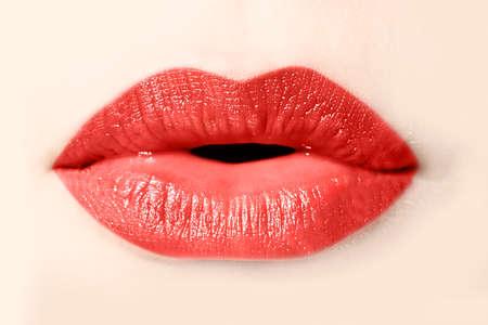 beso labios: Chica labios rojos de cerca Foto de archivo