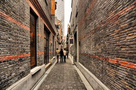 レンガ壁、新天地、上海、中国で狭い路地 写真素材