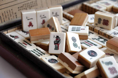 Box of old Mahjong tiles Stok Fotoğraf