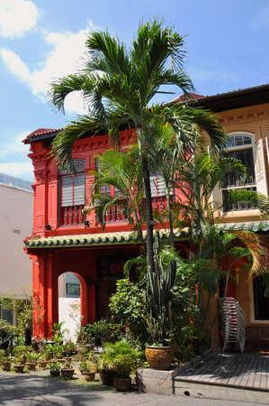 casa colonial: Vibrante casa colonial rojo