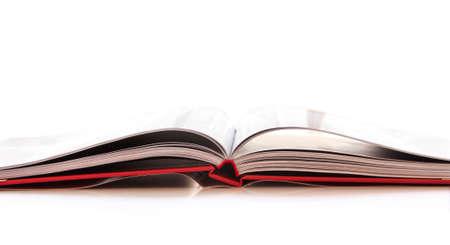 libro abierto: Libro abierto aislado en fondo blanco  Foto de archivo