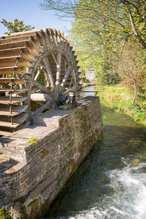 molino de agua: viejo molino de agua Veules des Roses Normandía Francia