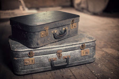 Old vintage suitcases in a dusty attic Imagens - 41977893