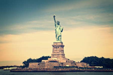 Gesamtansicht von Liberty Island, New York City, vintage Prozess Standard-Bild - 42077404