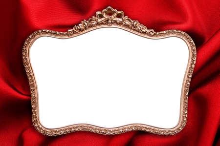 cadre antique: Antique frame avec un espace copie vierge, fond rouge en tissu
