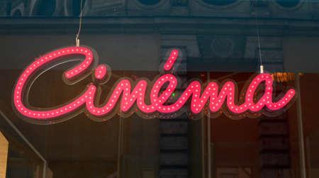 rood teken: Cinema red sign Stockfoto