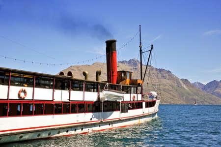 wakatipu: Steamship on Wakatipu lake, Queenstown, New Zealand Stock Photo